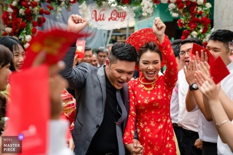 Vietnam HCMC wedding photographer | the happiness of couple when they walked out through the crowd