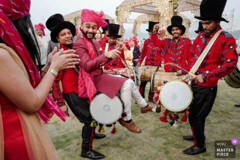 Mumbai, India 	Baraat Musicians - Wedding photography of groom and drums