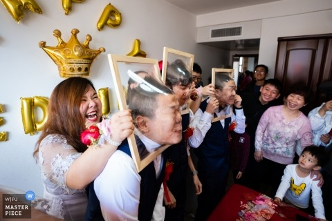 Dezhou wedding photographer | The game at the wedding for the groom and groomsmen
