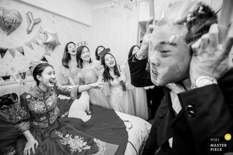 FUZHOU wedding photos - door GAME for groom and groomsmen