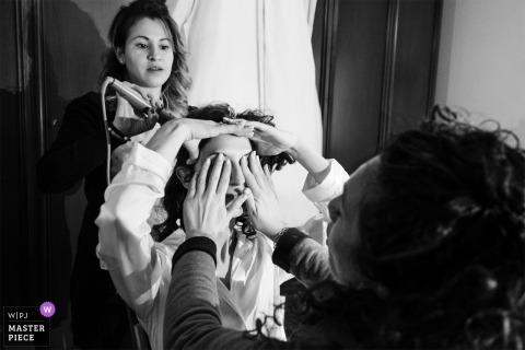 Chiesa Cristo Risorto - fotógrafo de bodas de Cassano d'Adda - la novia preparándose