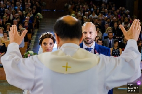 alcoy CEREMONY - wedding photograph of the priest blessing the bride and groom