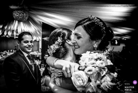 Almería Spain wedding photographer | Gift of the bride to her best friend