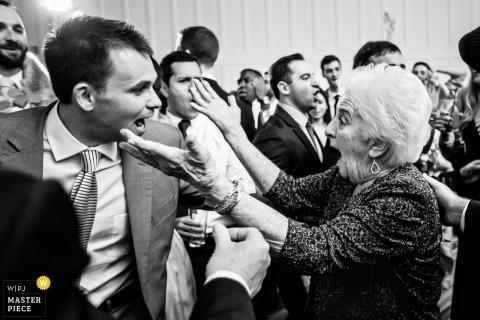 Ryland Inn Coach House fotografía de boda | Diversión en la pista de baile con la abuela.