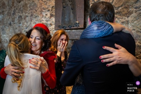 Girona La Fortaleza wedding photos | A very emotional moment with hugs and tears