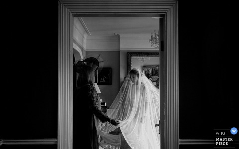 Shelbourne Hotel getting ready wedding photography | Shelbourne Wedding Photos in black-and-white