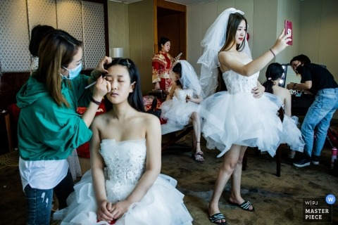 China Bridesmaids Get ready at the Hotel.