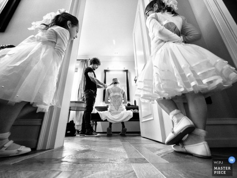 Black and White photo of bride getting ready while two young girls watch at the Villa Necchi, Gambolò - Italy