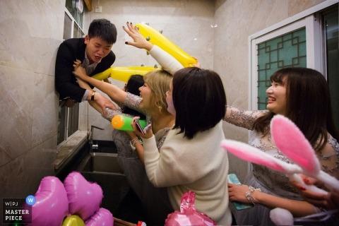 惠州中國實際婚禮照片最佳男子試圖突破窗戶