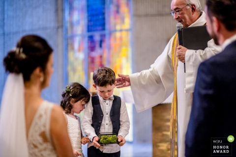 Eglise de Ploemeur, France wedding ceremony photography | Kids being Kids