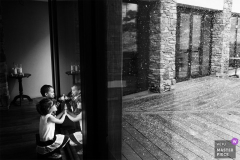 Les Neiges d'Antan - Cervinia - (Italy) - Children watching The snow at the wedding reception