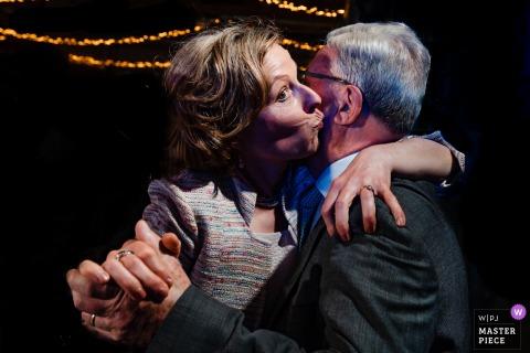 Foto von Lamotte Mechelen Hochzeitsempfang Dance Floor Kisses