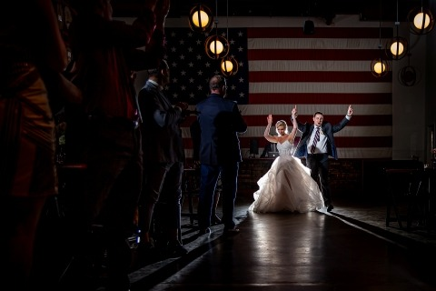 Victoria Sprung, de Illinois, es fotógrafa de bodas de Chicago - Revolution Brewing