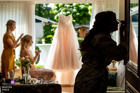 Bistro Jan Wedding Day Photography | The Bride is getting ready in the morning