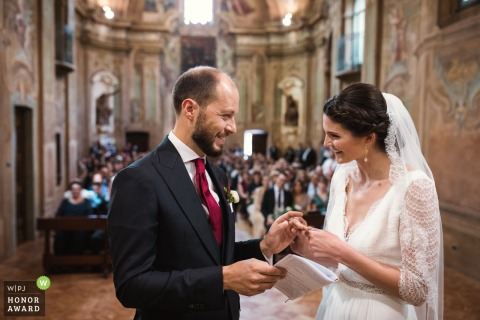 Varese - Chiesa Sant'Antonio Abate wedding photography - The ring exchange i like the feeling between bride and groom