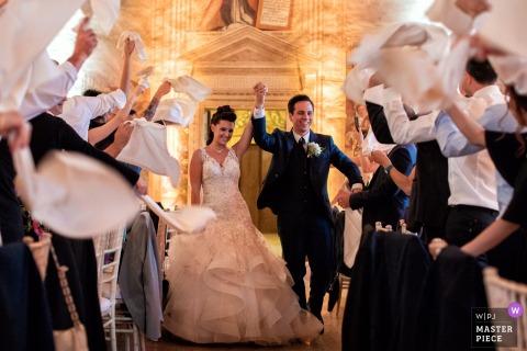 Catajo Castle - Monselice Hochzeitsfotografie zeigt den unglaublichen Eingang der Braut und des Bräutigams zum Abendessen