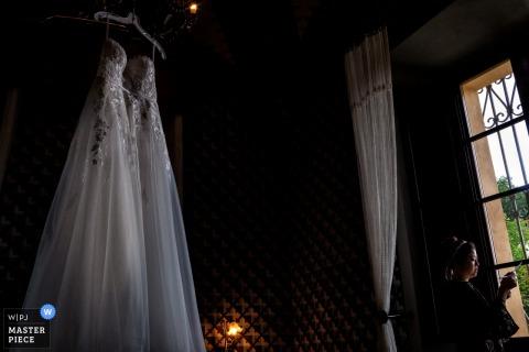 Castello delle Serre - Serre di Rapolano - Tuscany - Photo of the Bride Writing the vows before her ceremony