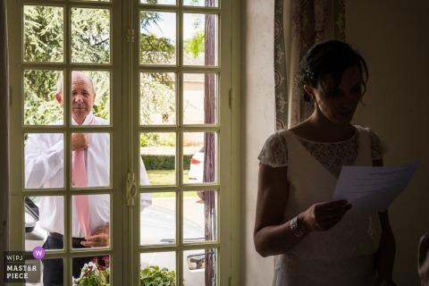 Fotografisch beeld van de trouwdag van Châteauroux - Ik hoop dat papa me nooit tot de kerk zal zien