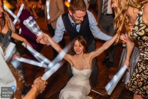 Orange county, CA, Mission Viejo Country Club | Fotografie die de bruid toont die met haar bruidegom op de dansvloer danst