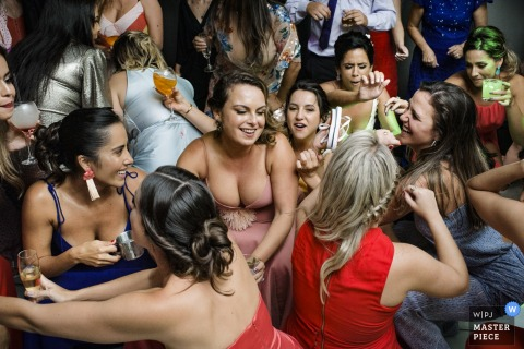 Casa das Canoas, Rio de Janeiro, Brazil | Bridal party ladies dancing at the reception party