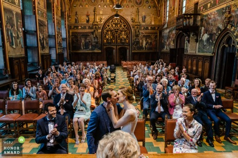 Brugge Town Hall Civil sealing kiss - Wedding photo from the end of the ceremony