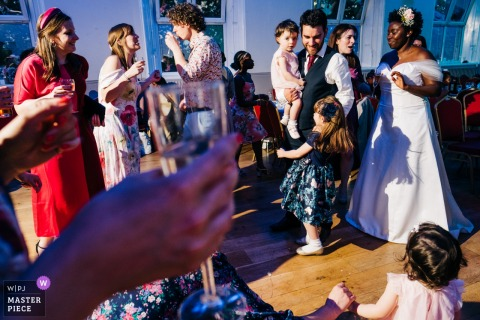 Vestry Hall, Sutton, UK receptie fotografie toont dansvloer chaos