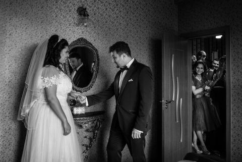 Ivelina Cholakova, de Sofia, é fotógrafa de casamento para NDK