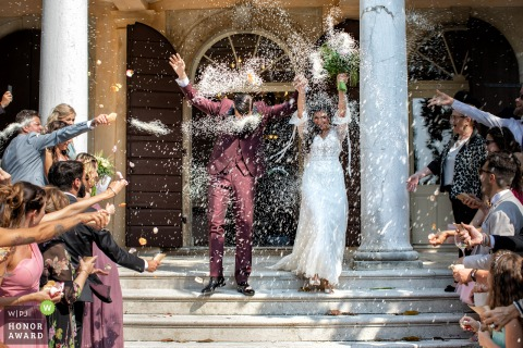 Vinery in Nord East of Italy wedding venue photo | The guests welcome the couple in a moment full of energy.
