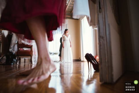 Villa Montalbano Varese wedding photo showing a different point of view during bride preparation.