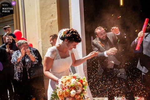 Chiesa di Samone canavese TO - Church wedding photography of the colors captured in the bride's rice throwing