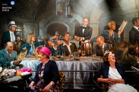 The Vineyard Hotel en Stockcross, Reino Unido Reportaje de bodas - Madre de la novia y madre del novio durante la recepción de la boda