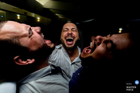 Santo André Wedding Photographer captured the groom and his friends singing