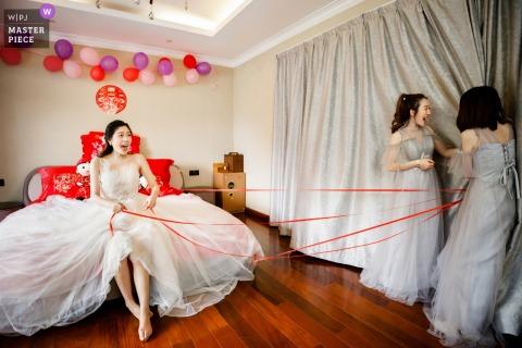 Chińskie tradycyjne gry na weselu w Fuyang.