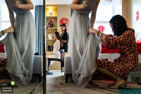 Beijing Beijingyan Hotel wedding venue photographer | Getting ready with the dress