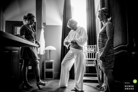 France wedding photography - Domaine Sainte Claire bride getting ready