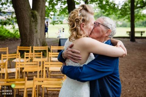 Helden van Kien outdoor wedding photo of congratulate hug