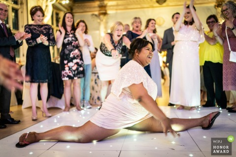 Old Finsbury Town Hall, London wedding photo | Bridesmaid does the splits