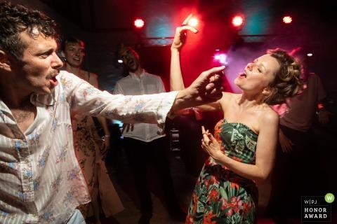 Domaine de Contre in Burgundy wedding venue photo | Crazy Guests on the dancefloor in Burgundy