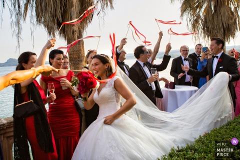 """Fotos de la boda de Isola Del Garda durante la entrada de los novios en el """"aperitivo"""""""