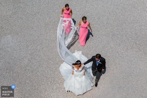 Isola del Garda - Fotografía del día de la boda - La pareja con los novios