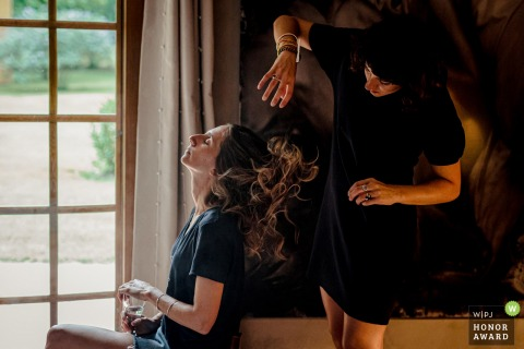 Domaine de Petiosse, Landes, France wedding photograph | Brushing time