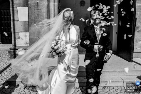 St. Petrus und Paulus Kirche in Neuhausen auf den Fildern Germany Wedding Photography | Bride and groom got out of church