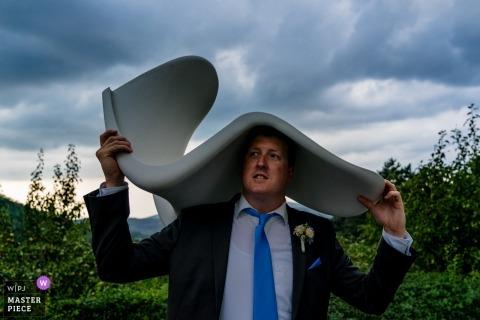 Photo de l'invité au mariage de Hofgut Hohenstein À la réception sous la pluie.