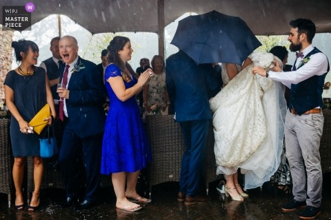 Kasteel Duurstede Wedding Photojournalism - The hailstorm during the entrance of the bride and groom