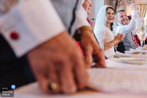 Fotografia de local de recepção de casamento de Ashfield House de melhor discurso de homem
