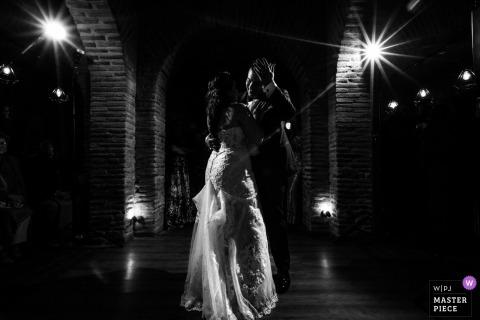 Hacienda del Cardenal, Toledo (España) - Fotoperiodismo de boda de primer baile - momento encantador