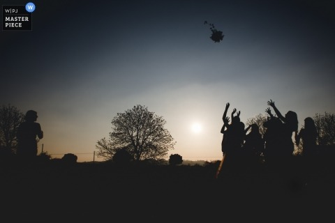 Blackwell Grange Wedding Fotojournalist - Foto van het boeket gooien