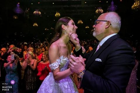 Beurs van Berlage - fotograf ślubny z Amsterdamu - pierwsza taniec panny młodej z ojcem