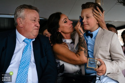Golfclub Méan wedding photo | Grandmother wipes the tears of the bride and groom's son who just brought the rings