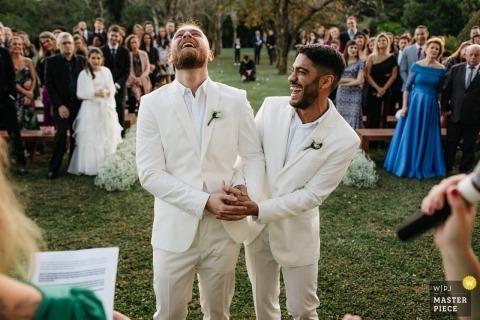 Alameda da Figueira - Cachoerinha - Brésil Photos de mariage de la cérémonie en plein air sur l'herbe.